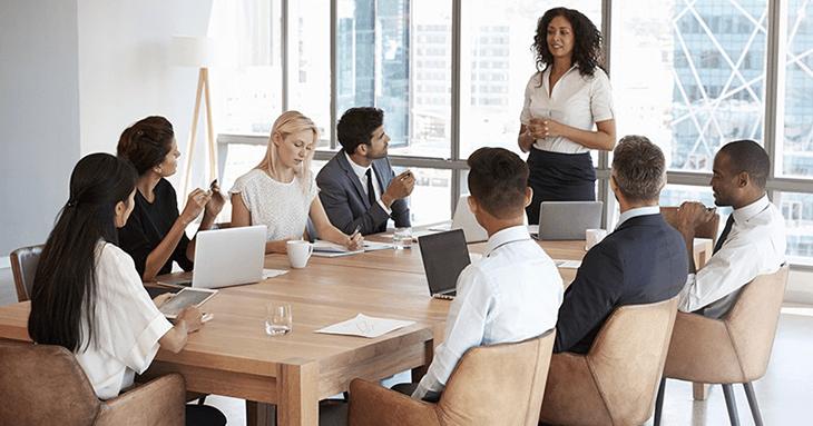 empreendedora que acaba de abrir um escritório contábil