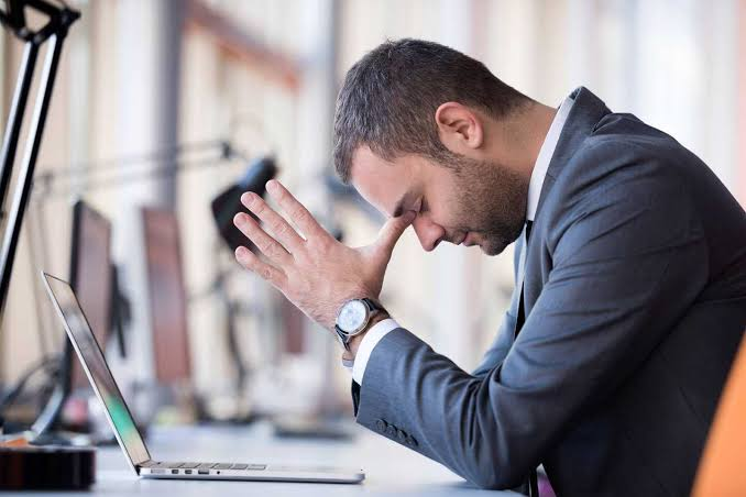 Empresário passando por problemas contábeis