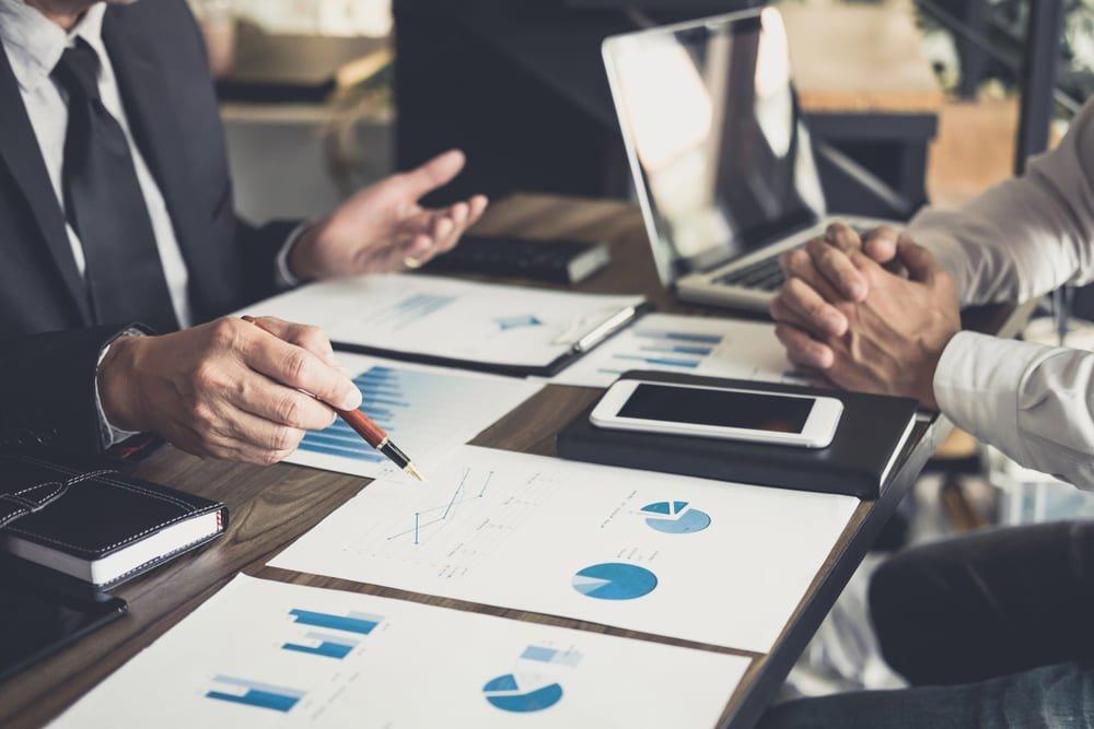 Profissionais decidindo como fazer Marketing para Contabilidade
