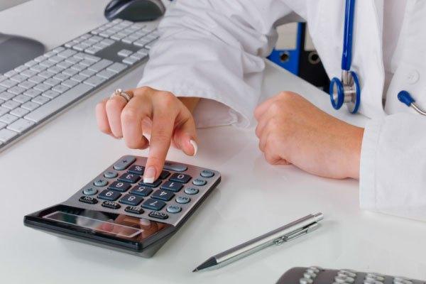 Profissional de medicina procurando se médico pode ser MEI