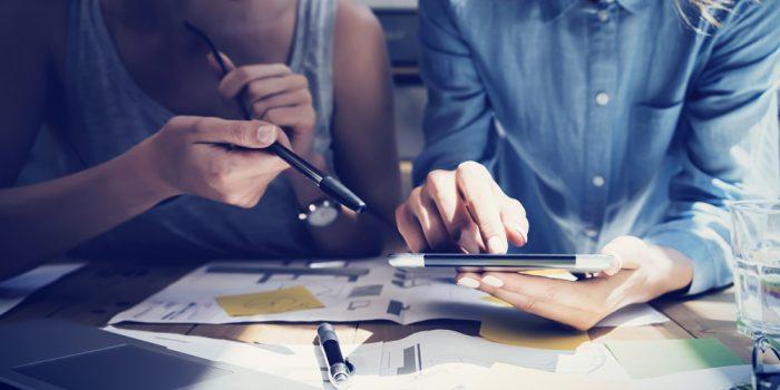 Empreendedores procurando como investir em Marketing