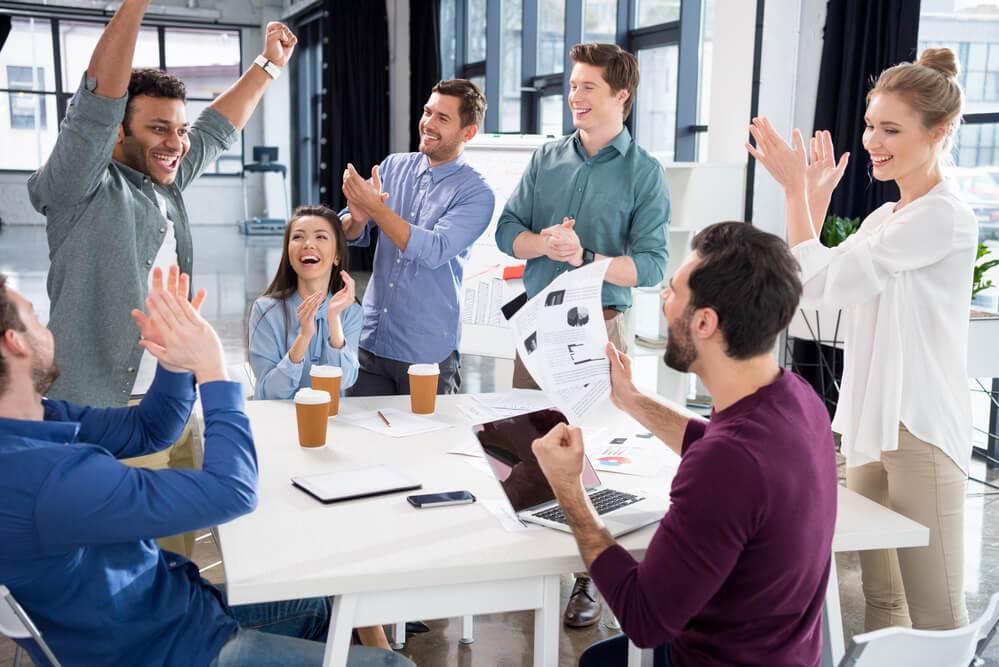 Equipe motivada a vender mais mesmo na crise