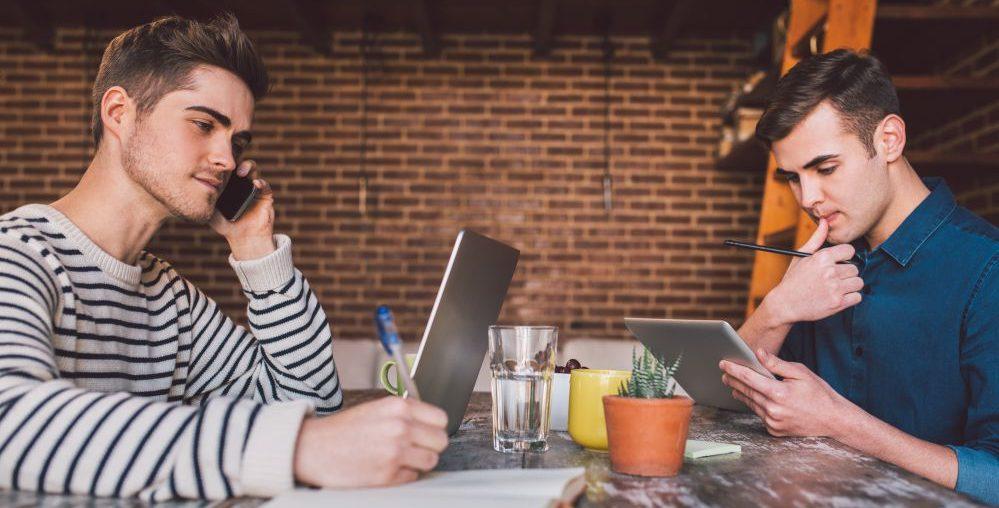 Empreendedor procurando como abrir seu próprio negócio