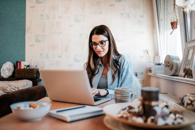 Empreendedora que implantou uma plataforma de consultoria online em sua empresa