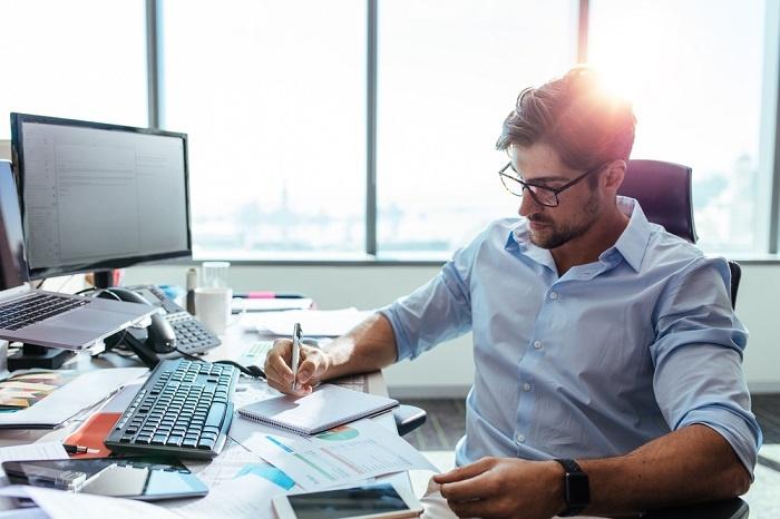 Empreendedor realizando emissão de CNPJ, documento de o que precisa para abrir empresa