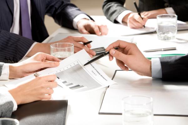 Time de contabilidade para franquias trabalhando para ajudar empresas para chegar ao sucesso
