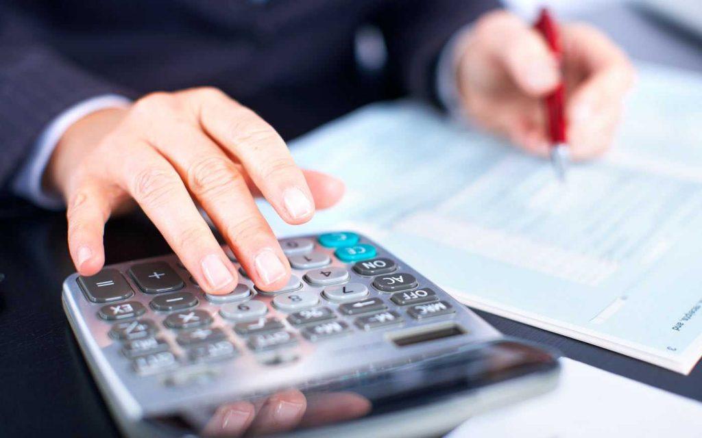 Especialista em franquias cuidando de demandas de contabilidade