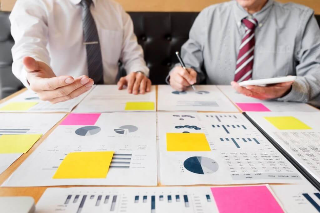 Sócios procurando um time de contabilidade para franquias