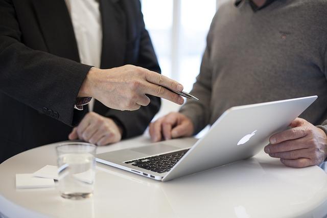 Contador dando apoio no processo de como abrir uma micro empresa
